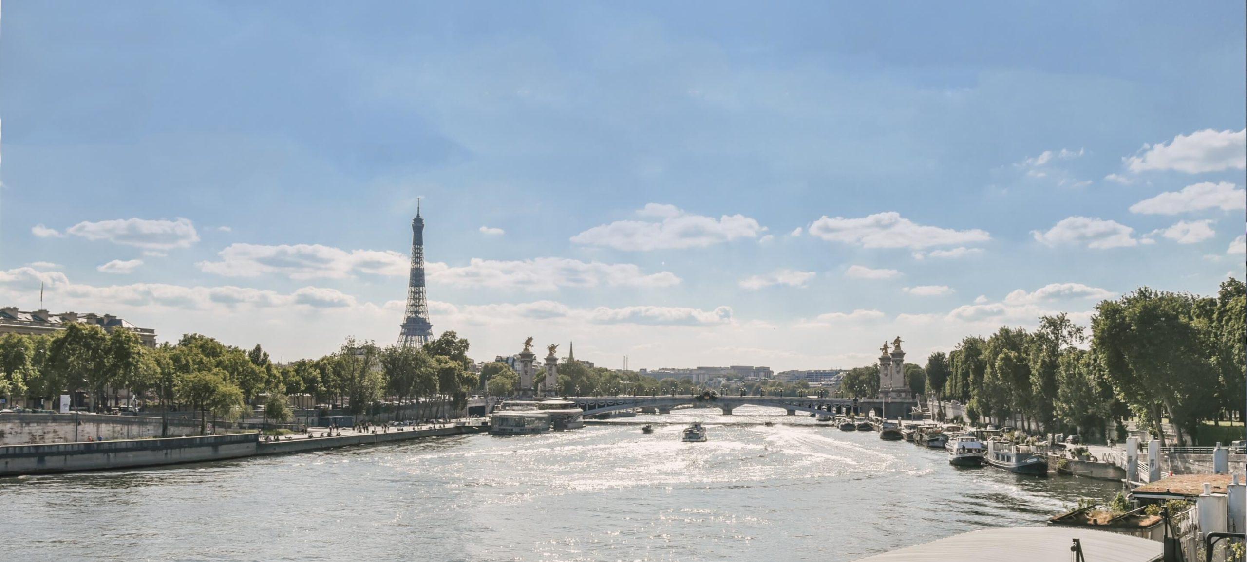 Tour Eiffel et bord de Seine à Paris